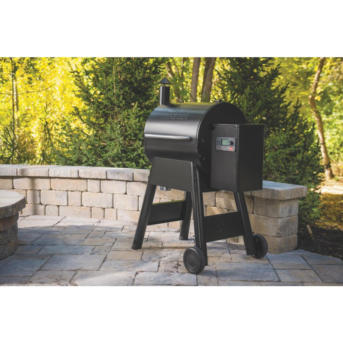 Traeger Pro 575 Black 36,000 BTU 572 Sq. In. Wood Pellet Grill Image 2
